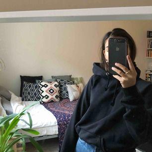 Svart hoodie från bik bok🖤
