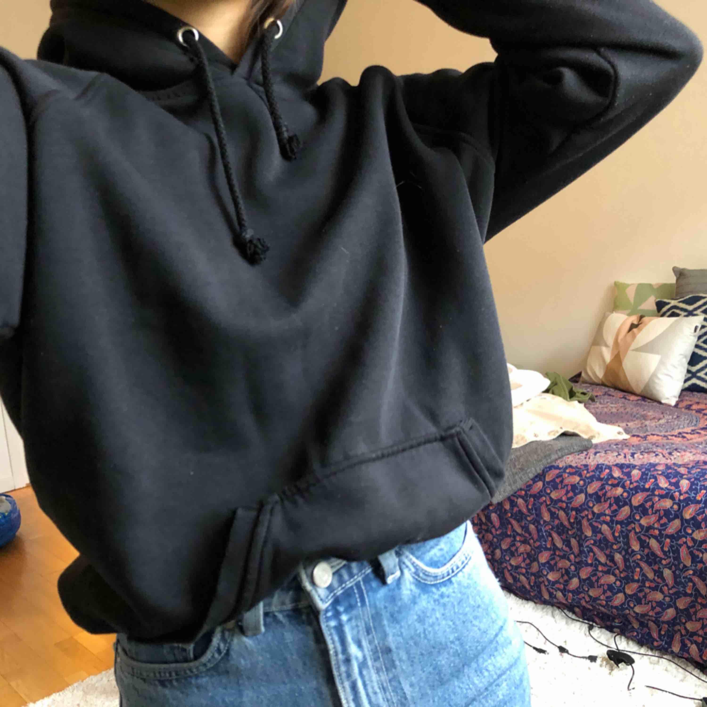 Svart hoodie från bik bok🖤. Huvtröjor & Träningströjor.