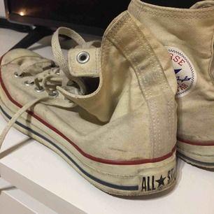 Höga Converse All Star i gott skick. Size: 42  ~~ 📍 Varje plagg tvättas innan utskick.