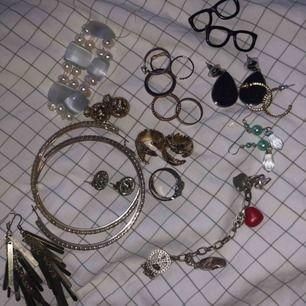 💥massor med olika smycken från olika butiker. Alla smycken 20kr st förutom små ringarna 2 för 20kr! Eller kom men bud 💥