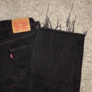Supersnygga jeans från Levis, W:30 L:32, slitna längst ner. Nästan aldrig använda🦋💞