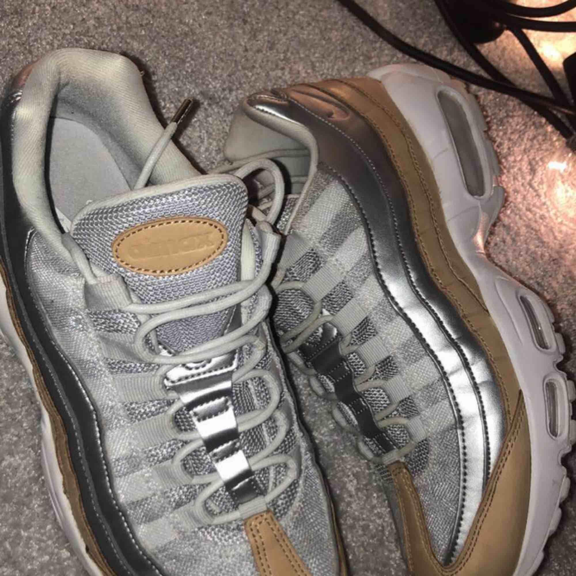 Nike air Max 95 strlk 40 ganska små,oanvända i bra skick. Skor.