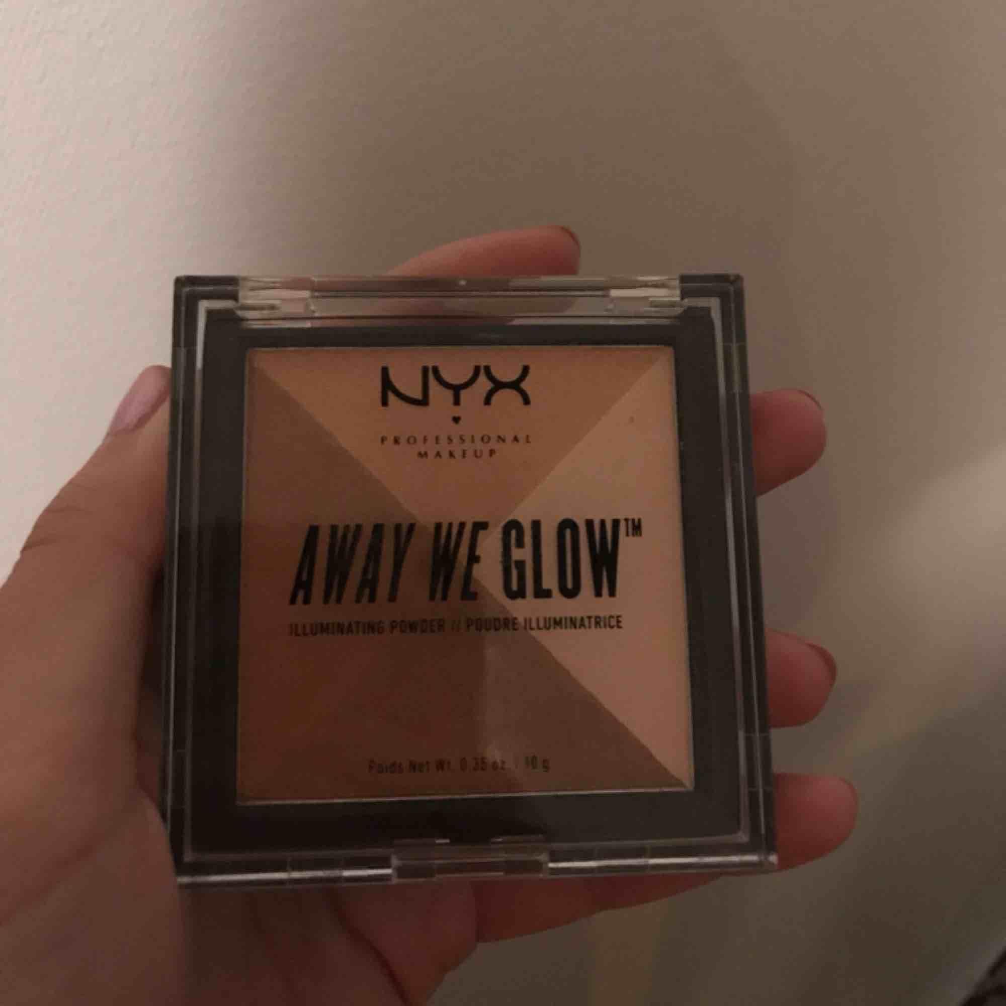 Snygg highlighter/bronzer från NYX, aldrig använd endast testad på handen.✌🏼🌸. Övrigt.