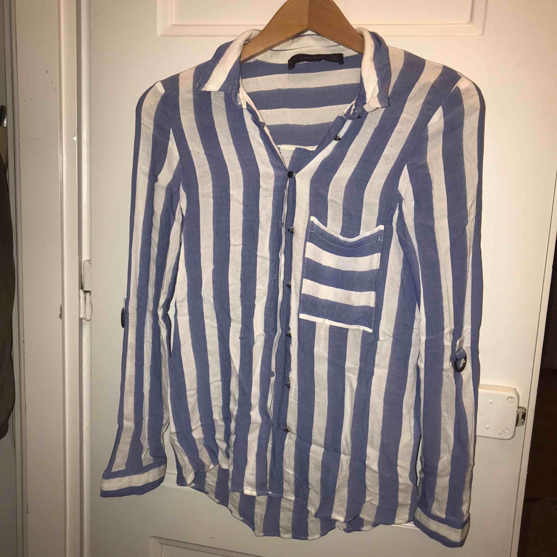 Skjorta/blus från Zara. Toppar.