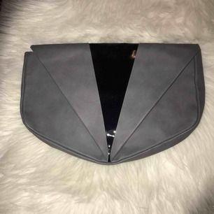 En kuvertväska från monki