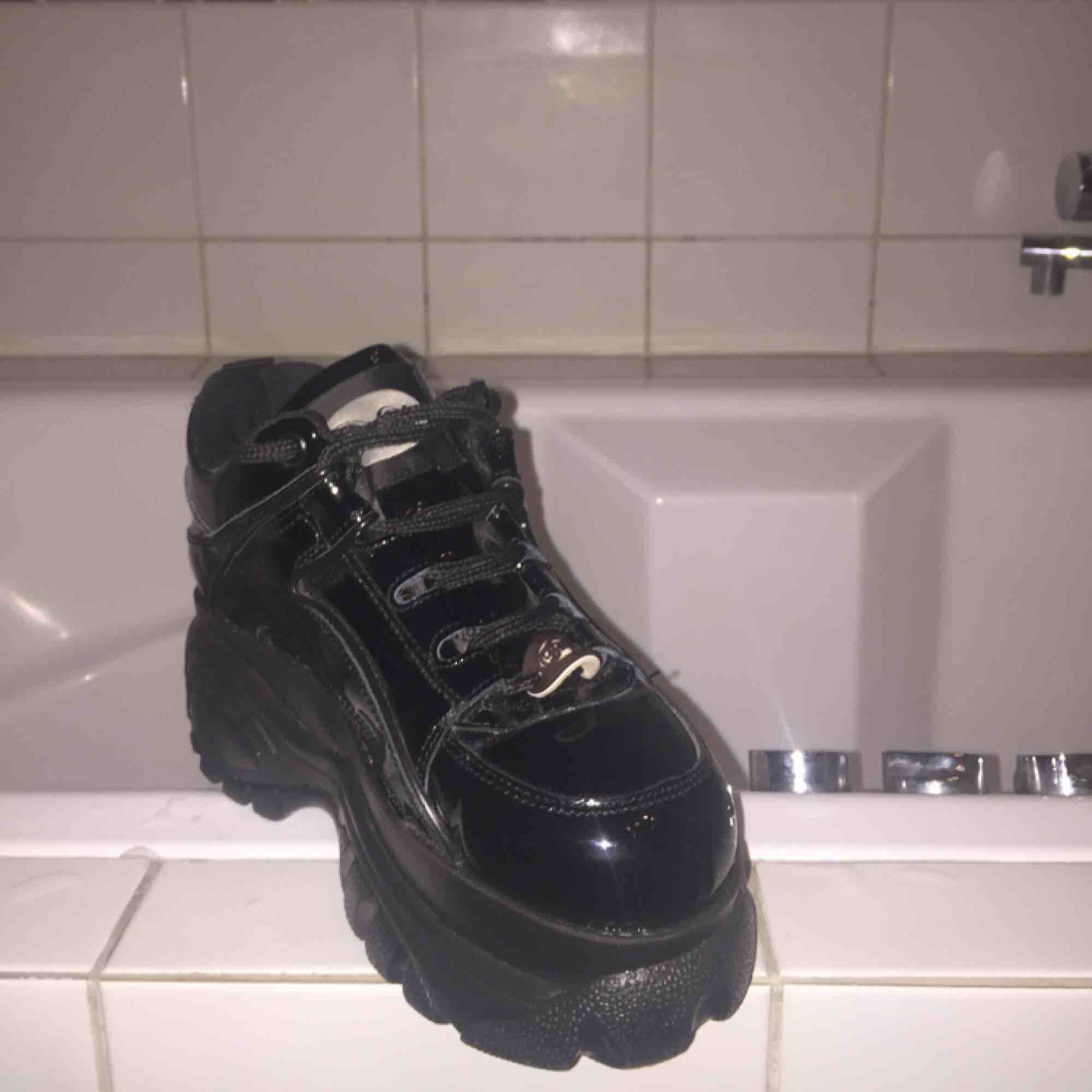 Good condition!! Very comfortable shoe! Perfect for winter . Skor.