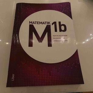 Mattebok Matematik M 1b. Nypris 528kr! Boken är som nyskick. Säljer till dig som vill lära matte, tappat bort sin bok i skolan och behöver en ny. Du slipper då betala 500kr och ist 200!