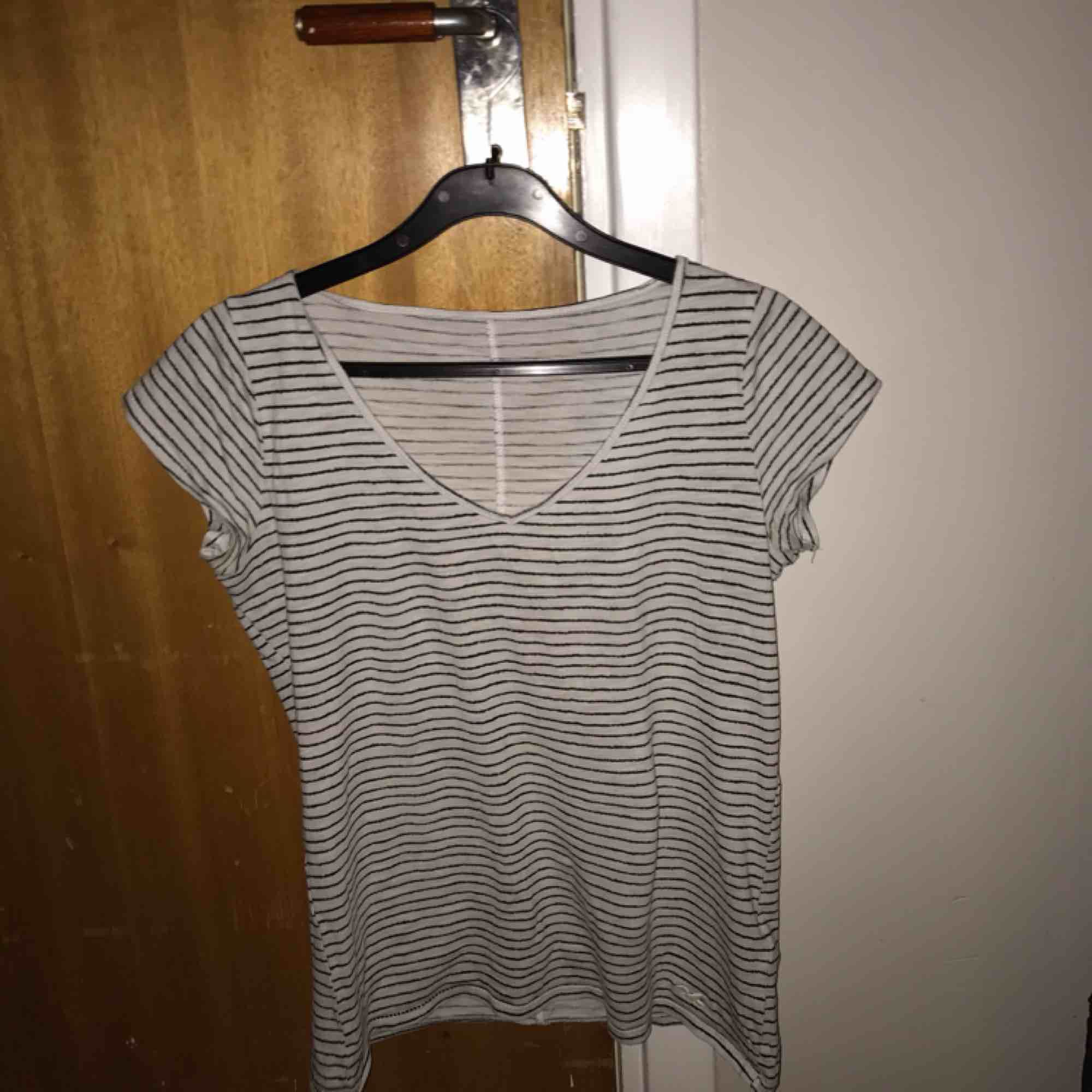 Söt t-shirt från Hollister☃️. T-shirts.