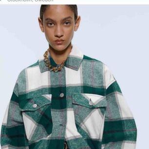 Populär jacka från Zara, knappt använd! Frakt står köpare för💓💕