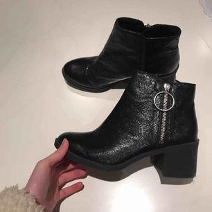 Snygga svarta skor som knappt är använda ✨ frakten tillkommer