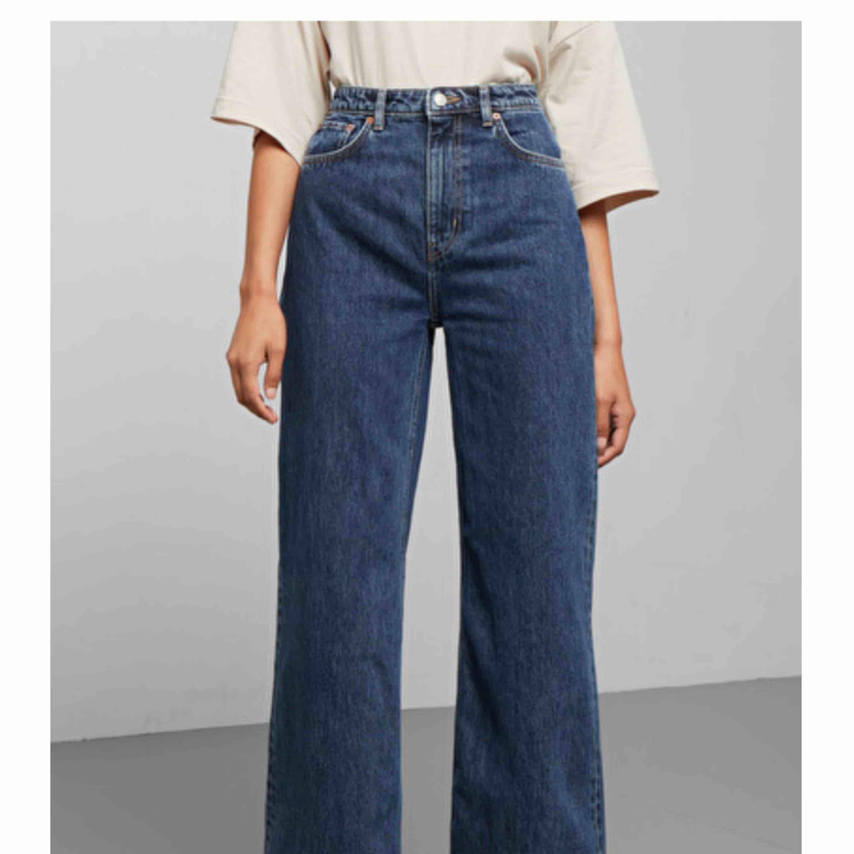 Vida mörkblå jeans från weekday, modellen Ace💙 Fint skick! Nypris: 500kr! . Jeans & Byxor.