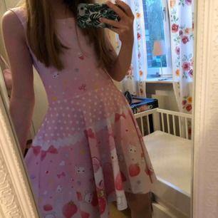 supersöt klänning från kawaii.se 🥰 säljer då det inte är min stil. köptes för 449kr. Använd några få gånger.