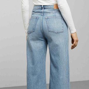 Säljer dessa populära Weekday Ace jeans! Säljer pga att de tyvärr är för stora för mig för tillfället... de är i bra skick och superfina 👍🏼💞
