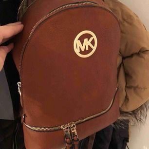 Ryggsäck som är väldigt rymlig! Kopia av MK! Köparen står för frakten!