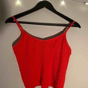 Super fint linne som jag köpte på new yorker.  Passar även mig som är S, så XS-M/L, väldigt stretchig Knappt använd!🌼