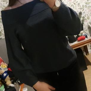 En fin off shoulder tröja från H&M i strl Xs, aldrig använd. Säljer för 75 kr + frakt. Skriv för flera bilder!