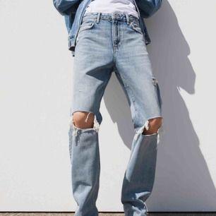 SÖKER dessa jeans!! Skriv nu om du har ett par du vill sälja, kan betala mycket!!