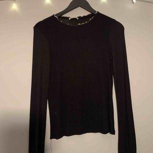 1. storlek S, super fin tröja från zara   Använd ett fåtal gånger! 2. storlek S, -||- 3. storlek XS, simpel svart tröja som är för liten för mig.  Vill få de snabbt sålda därav det billiga priset❤️ (5kr+frakt)