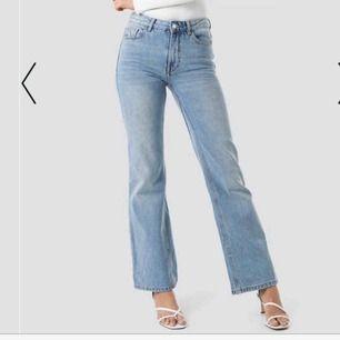 Supersnygga jeans från mango⚡️Använda max två gånger. Frakt tillkommer! Skriv för fler bilder/mer info🦋