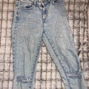Snygga byxor som passar både storlekarna m och s, men bäst för storleken m, bra skick och mycket stetchiga