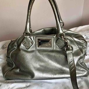 "Dolce & Gabbana ""Miss Biz"" läder väska, original, silver."