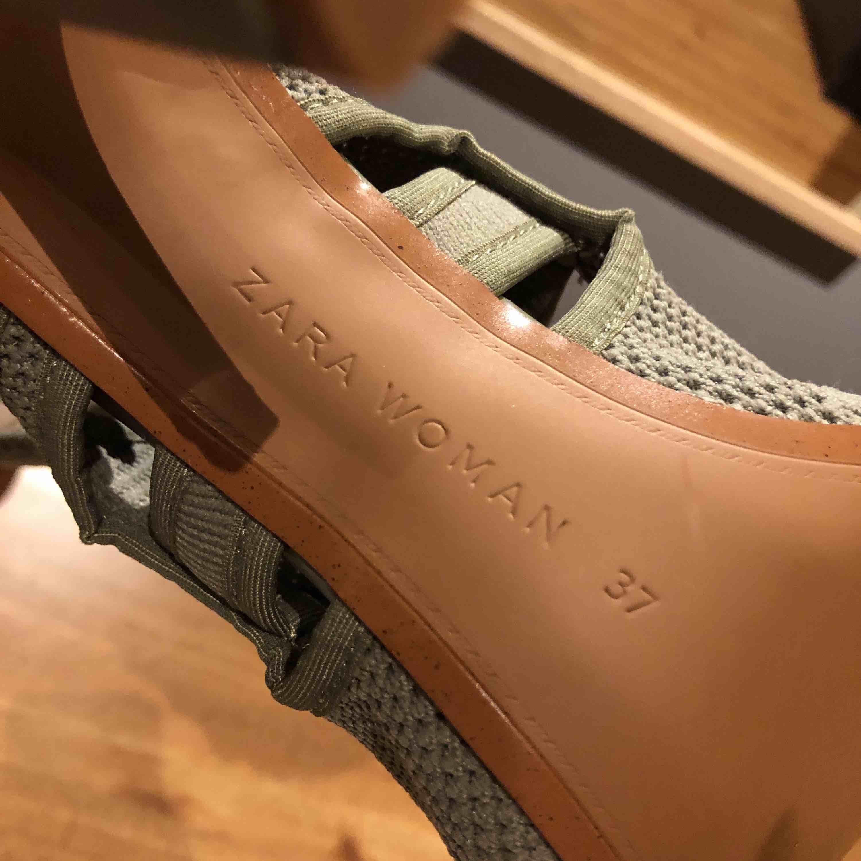 Helt nya aldrig använda klackar från zara. Har testat och dem är super sköna men andlig hittat tillfälle att använda dem! . Skor.