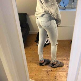 Skitsnygga tajta stretshiga jeans från Levis st 25 300kr