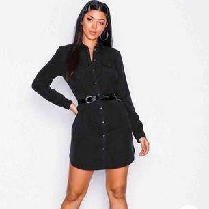 Skjort-klänning den Vero Moda. Oanvänd med lappen kvar. Köpt på Nelly för 399 :- 💫 superfin med skärp till som på bilden!