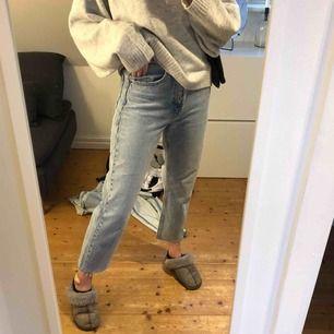 Mom-jeans från zara st s 250kr