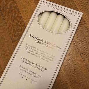 Svanenmärkta kronljus av 100% stearin och bomull 35cm långa och brinner i 13h Ett ljus för 20kr Ett paket med 6st ljus 100kr Du kan själv välja hur många ljus du vill ha, samt de pris du skulle kunna erbjuda :) Pris kan diskuteras vid snabb affär!