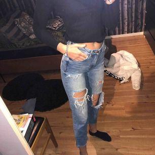 Sjukt snygga slitna jeans till billig peng!