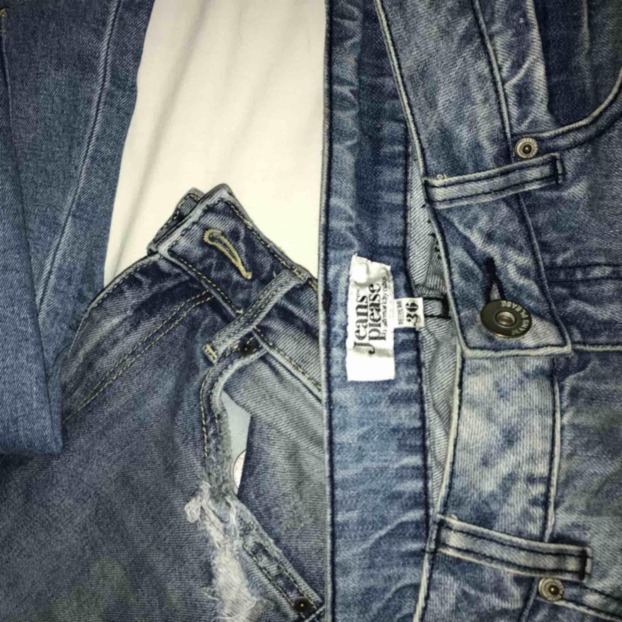 Säljer mina favorit jeans från jeans please i strl 36 då de börjar bli för små för mig :/  . Jeans & Byxor.