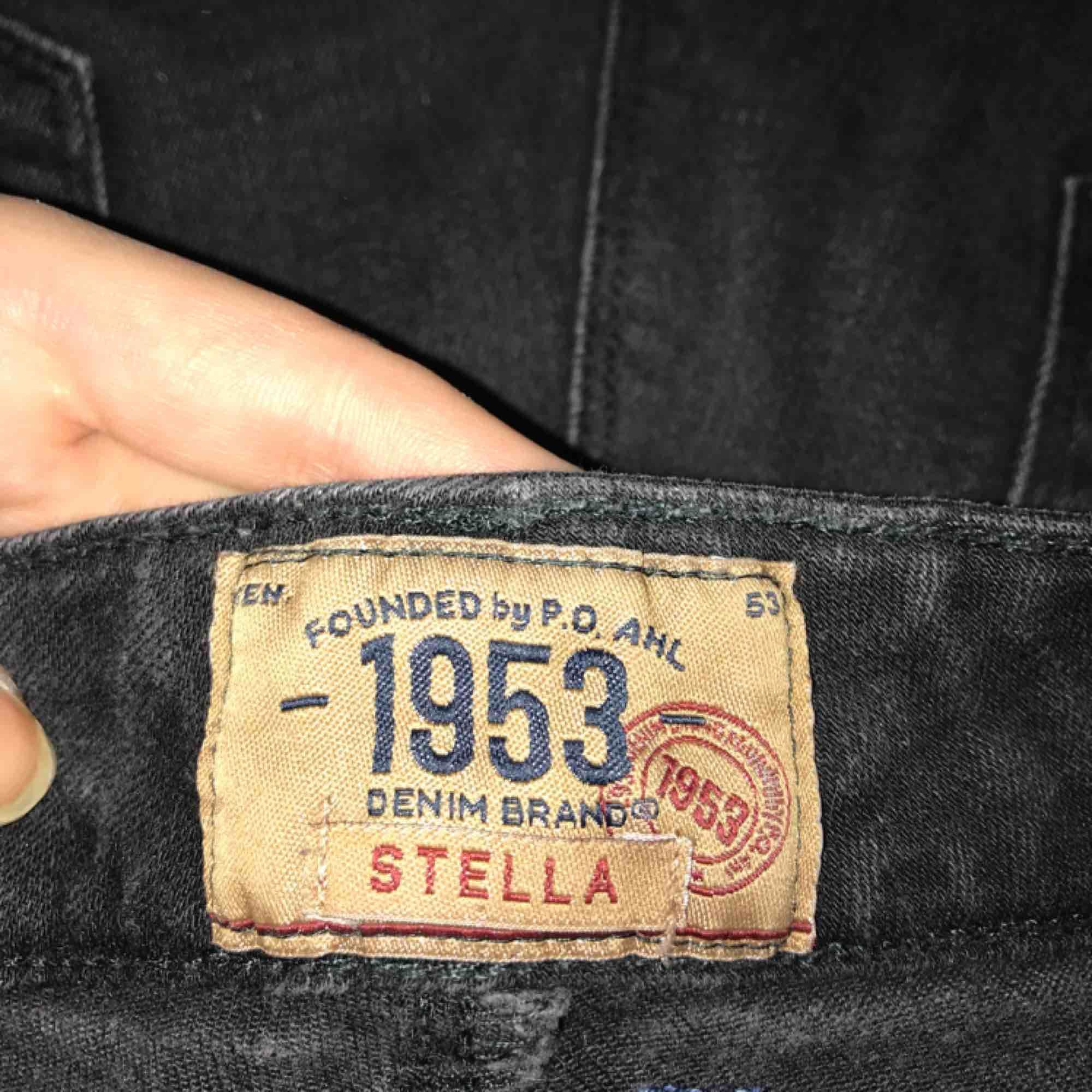 Svarta snygg jeans, säljes då jag har många liknande och dessa kommer tyvärr inte användning längre.... Jeans & Byxor.