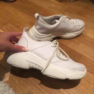 Säljer mina skor som jag köpt nyligen, använt dem 1 gång. Inte riktigt min stil av sko därför säljer jag dem till någon som kommer använda dem mer än jag.