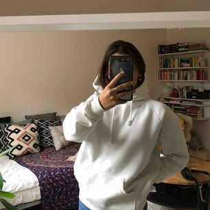 Vit hoodie från bik bok🧚🏽♀️