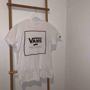 En snygg T-shirt från Vans i storlek S. 🤩🤩 Kan mötas upp i Falun eller skickas mot frakt 🥰🥰