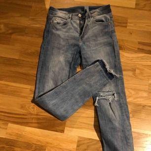 Jeans från H&M i skinny ankle stil. Köparen står för frakten