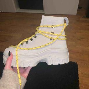 Helt oanvända boots från Boohoo! Kommer tyvärr aldrig till användning så dem behöver ett nytt hem.  Frakt tilkommer