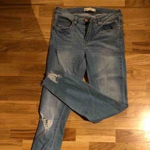 Stretchiga jeans från Gina Tricot! Storlek 38. Köparen står för frakten.