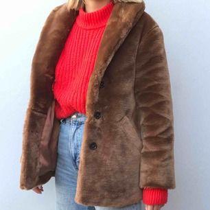 Röd superskön stickad tröja från hm! Köpt för några månader sedan och bara använd ett fåtal gånger! Möts upp i Stockholm eller skickar!!
