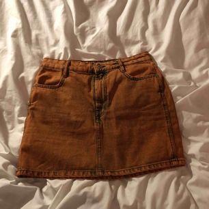 Orange jeanskoj från zara, köptes för 300kr. Säljs eftersom jag aldrig använt den. Shipping kan tillkomma