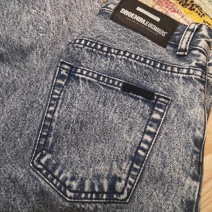 Säljer ett par jätte snygga jeans ifrån dr denim som tyvärr inte passar utan dom är jätte lite stora. Aldrig använda av mig så alltså är dom i bra kvalité. Köparen står för frakten 💕