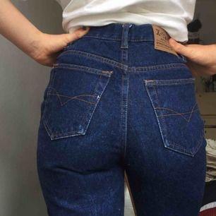Assnygga jeans 100% bomull i gott skick. Säljer då de tyvärr inte kommit till användning, köpta här på plick.