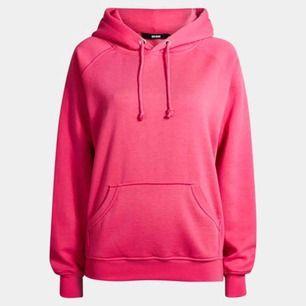 skitskön hoodie från bikbok, sparsamt använd. Köpt för 300kr:)