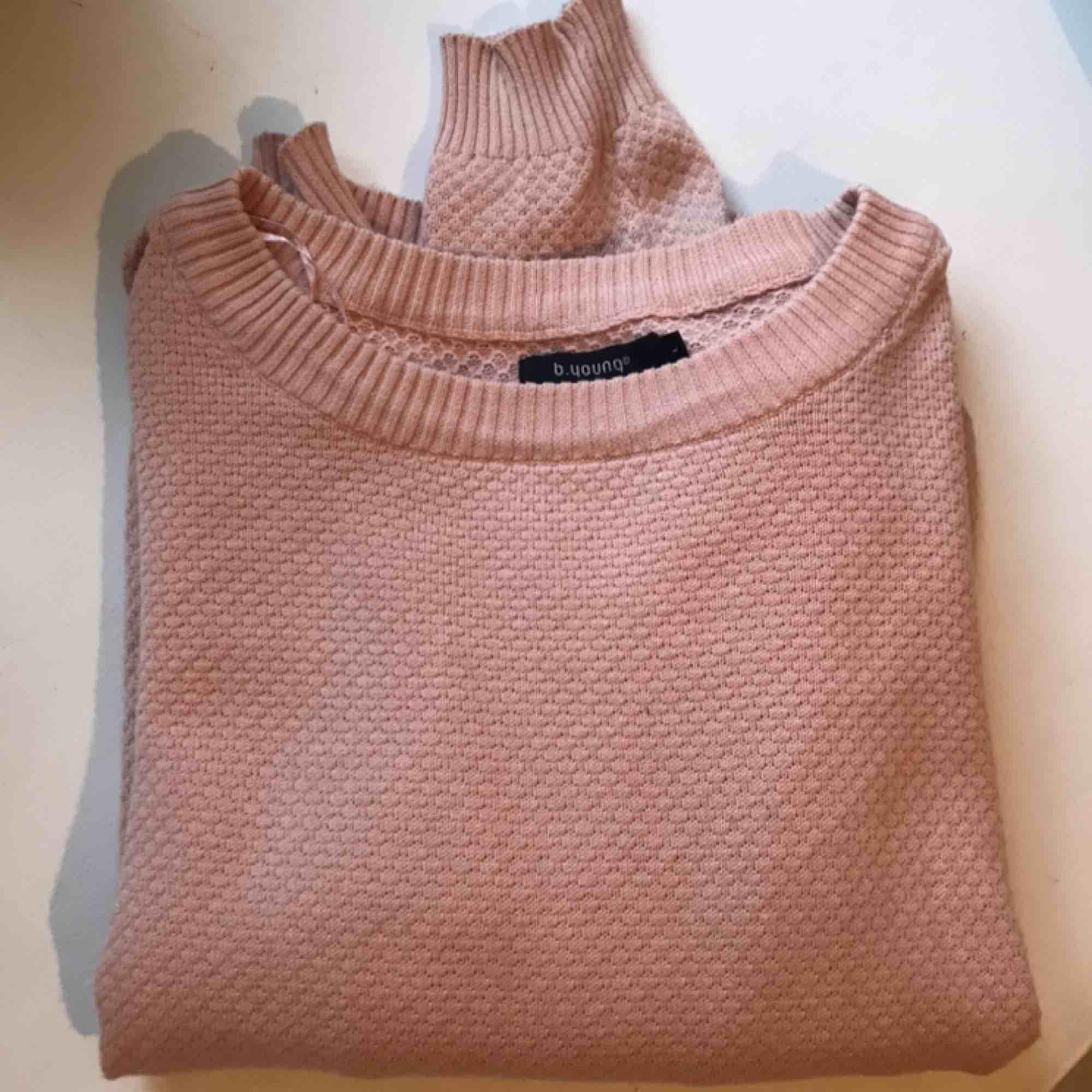 Fin stickad tröja i 100% bomull. Storlek L men passar mig som har S/M. Kan mötas upp i Linköping eller skickas mot fraktkostnad! 🍃. Stickat.