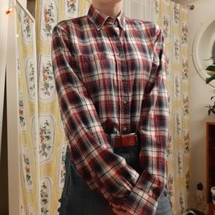 Flannelskjorta från dressman, köpt second hand. Den har så mycket potential men jag använder den tyvärr aldrig. Pris kan självklart diskuteras