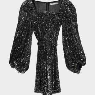 Sjukt vackert festig klänning från zara använd bara 1 gång