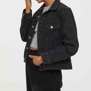 Svart jeansjacka från H&M Använd fåtal gånger  Frakt 60kr