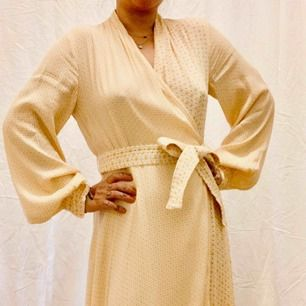 Brand new Stine Goya midi wrap dress without tag. Retail price was 350€. Size M true to size. Model is 160cm, size 38. Free shipping.