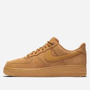 Nike air force brun mocka! Storlek 36  Använd fåtal gånger!  Frakt 50kr